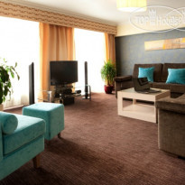 Фото отеля Ramada Donetsk 4* Suite`s sitting room