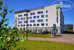 Holiday Inn Express Warsaw Airport 3*
