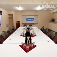 Фото отеля Travelodge Edmonton West 3*