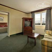 Фото отеля Park Inn Hotel and Suites Monreal Airport 2*