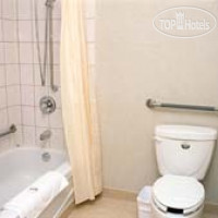 Фото отеля Days Inn Toronto West Lakeshore 3*