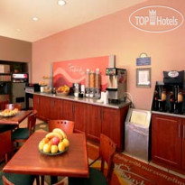 Фото отеля Days Inn Toronto East Beaches 3*