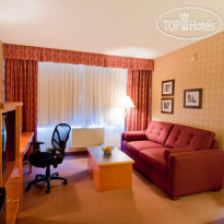 Фото отеля Quality Hotel Downtown-Inn at False Creek 3*