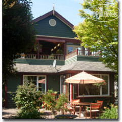 Across The Harbour Bed & Breakfast 3*