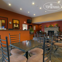 Фото отеля Days Inn And Suites Revelstoke 2*