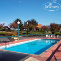 Фото отеля Howard Johnson Inn Kamloops 2*