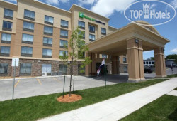Holiday Inn Express Hotel & Suites Kingston 2*
