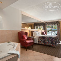 Фото отеля Travelodge Owen Sound ON 2*