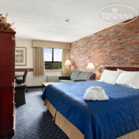 Фото отеля Travelodge Barrie on Bayfield 2*