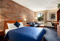 Travelodge Barrie on Bayfield 2*