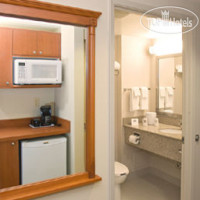 Фото отеля Days Inn and Suites Collingwood 3*