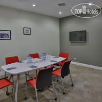 Фото отеля Homebridge Hotel Apartments 4*