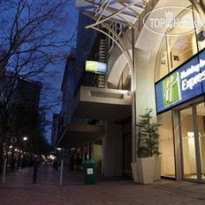 Фото отеля Holiday Inn Express Cape Town City Centre 3*