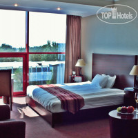 Фото отеля Holiday Hotel Bishkek 4*