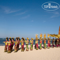 Фото отеля Nusa Dua Beach Hotel & Spa 5* Procession at the beach