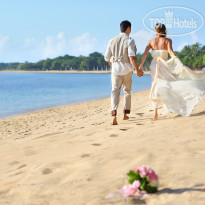 Фото отеля Nusa Dua Beach Hotel & Spa 5* Wedding couple at the beach