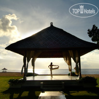 Фото отеля Nusa Dua Beach Hotel & Spa 5* Morning Yoga