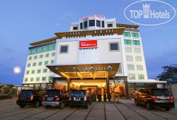 Grand Rocky Hotel Bukittinggi 4*