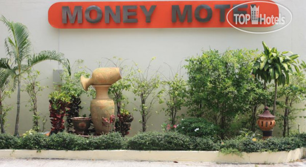 Money Motel 1*