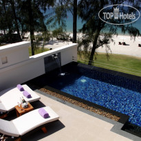 Фото отеля Dusit Thani Laguna Phuket 5* The third level has a roof-top deck with an 18 sq m private infinity pool, an outdoor shower and sun loungers offering a magnificent panoramic view of the Andaman Sea.