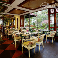 Фото отеля Dusit Thani Laguna Phuket 5* Offers a sumptuous breakfast buffet selection and casual all-day a la carte dining, serving a wide variety of international foods, famous Southeast Asian delicacies and local Phuket-style dishes.