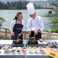 Фото отеля Dusit Thani Laguna Phuket 5* Learn the art of Thai culinary cooking with a professional Chef will guide you through the traditional Thai dishes. Additionally, after the completion of the course, guests will enjoy a romantic candlelit dinner at Ruen Thai restaurant