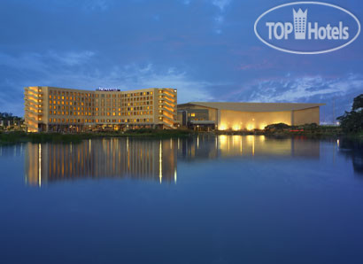 Novotel Hyderabad Convention Centre 4*