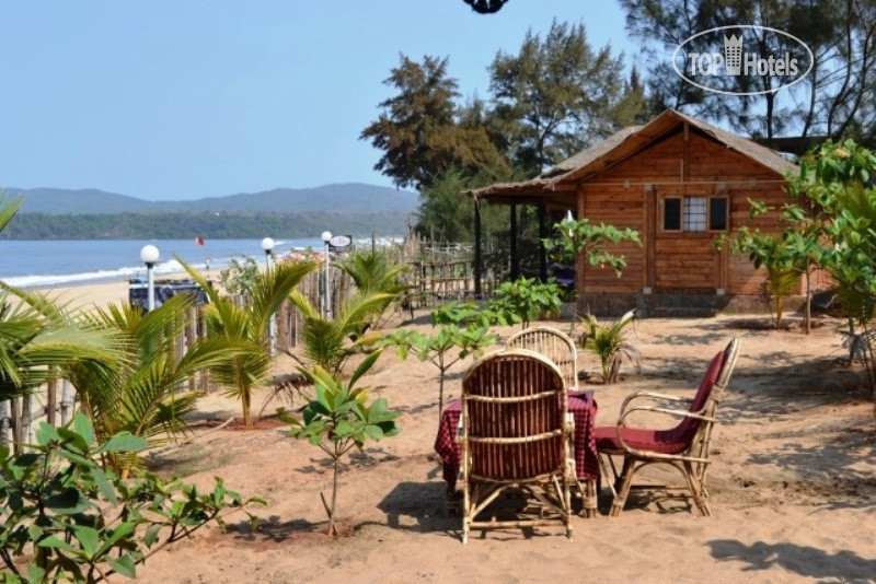 Remove the bungalow in San Panteleev on the beach cheap