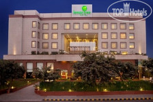 Фото отеля Lemon Tree Hotel City Center 4*