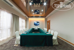 Holiday Inn Express Chongqing Jinxiucheng 3*