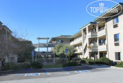 Quality Inn Monterey Beach Dunes 2*