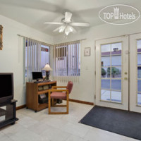 Фото отеля Travelodge Ridgecrest 2*