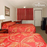 Фото отеля Econo Lodge Inn & Suites Hillsboro 2*