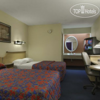 Фото отеля Red Roof Inn Detroit - Farmington Hills 2*