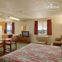 Фото отеля Super 8 Henderson North East Denver 2*