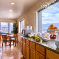 Фото отеля Howard Johnson Colorado Springs 2*