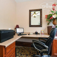 Фото отеля Comfort Suites North Fossil Creek 3*
