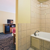 Фото отеля La Quinta Inn & Suites Ft. Worth-Forest Hill 3*