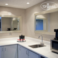 Фото отеля Ramada Plaza West Hollywood 3*