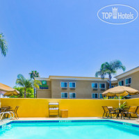 Фото отеля Holiday Inn Express San Diego Sea World - Beach Area 2*