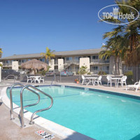 Фото отеля Days Inn Oceanside 3*