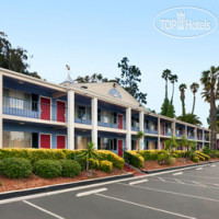 Фото отеля Travelodge San Diego Mission Valley/Hotel Circle 2*