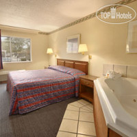 Фото отеля Days Inn Columbus North 2*