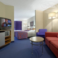 Фото отеля Red Roof Inn & Suites Cleveland - Elyria 2*