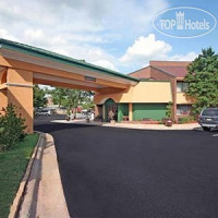 Фото отеля Quality Inn & Suites Coliseum 2*