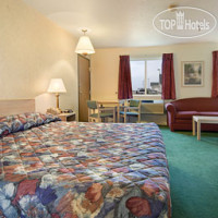 Фото отеля Days Inn and Suites Fargo 19th Avenue/Airport Dome 2*