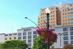 Radisson Quad City Plaza 3*