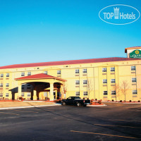 Фото отеля La Quinta Inn & Suites Blue Springs 2*
