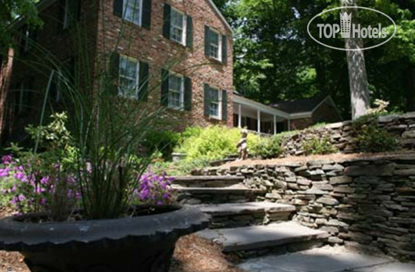 Colonial Gardens Bed & Breakfast 3*