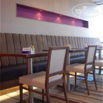 Фото отеля Holiday Inn Express London-Newbury Park 3*